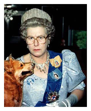 Her Majesty and pet corgi